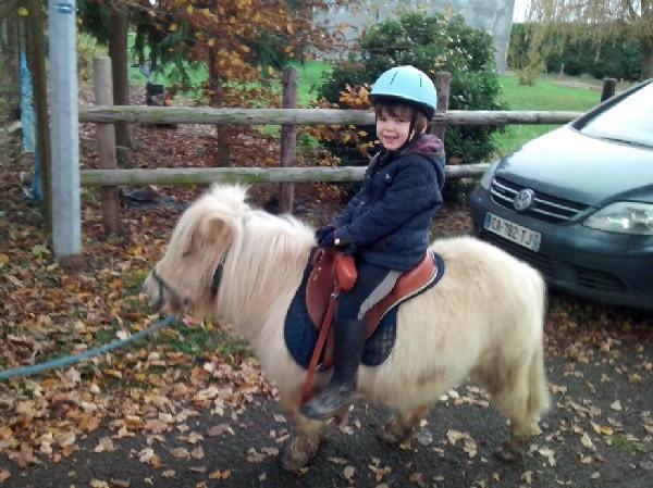 Découverte poney en main pour Julien, aujourd'hui monte seul