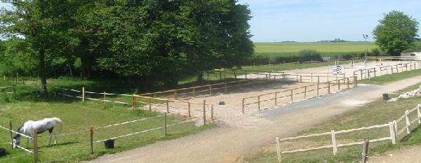 La carri&egrave;re poneys<br /> La carri&egrave;re chevaux<br /> Les paddocks qui les bordent.